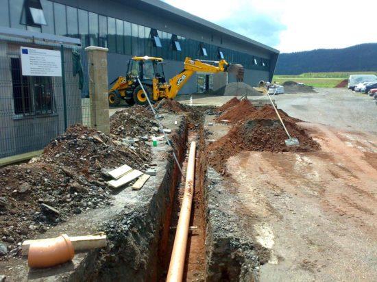 Dokončení nové administrativní budovy a lisovny kovů v Ostrově
